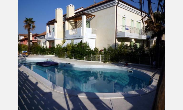 residence LE PALME: esterno con piscina