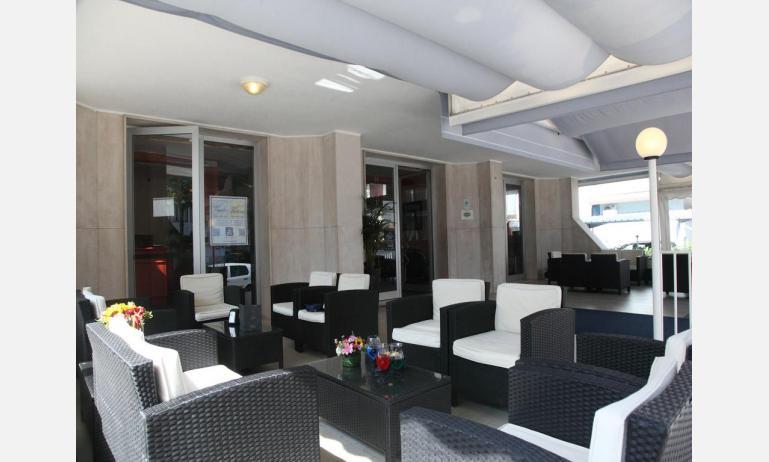 Hotel BETTINA: Terrassenbar