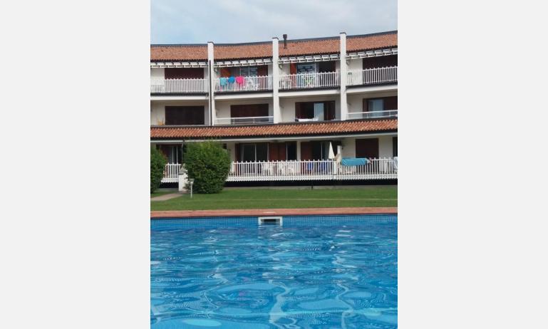 residence VILLAGGIO SELENIS: esterno con piscina