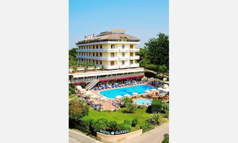 hotel GARDEN: esterno con piscina
