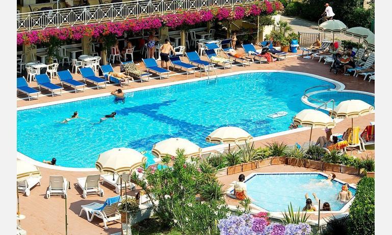 hotel GARDEN: piscina