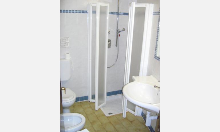 hotel GARDEN: bagno (esempio)