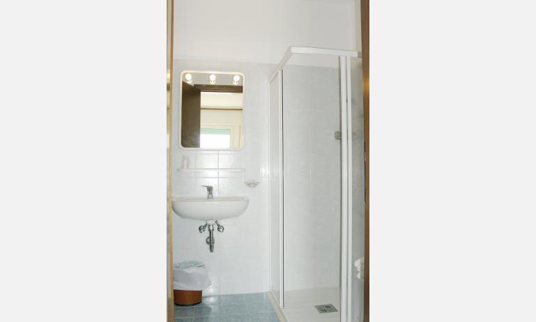 hotel ASTORIA: bagno (esempio)