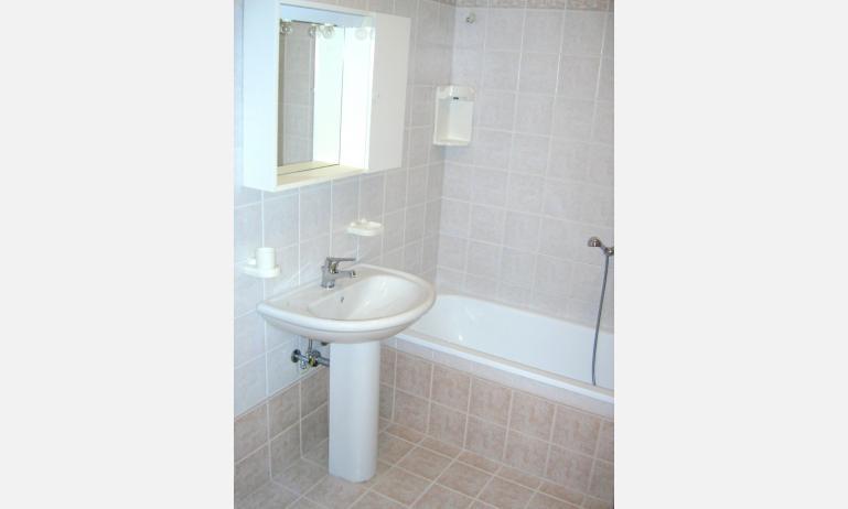 appartamenti TROPICI: bagno (esempio)