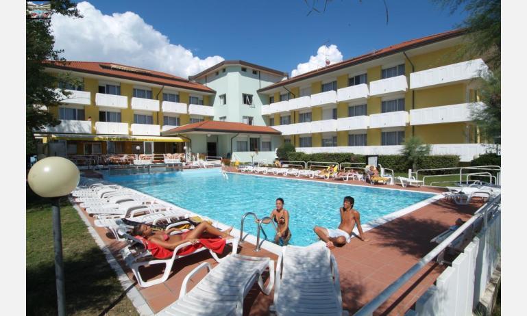 hotel EUROPA: esterno con piscina