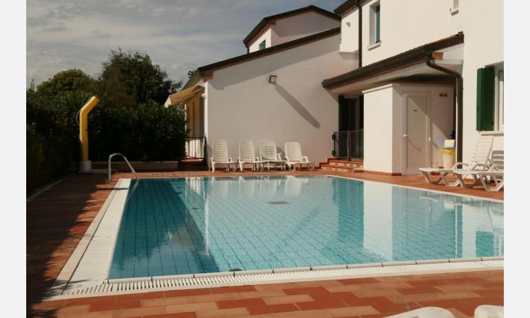 residence TAMERICI: esterno con piscina