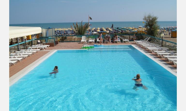 hotel TOURING: piscina