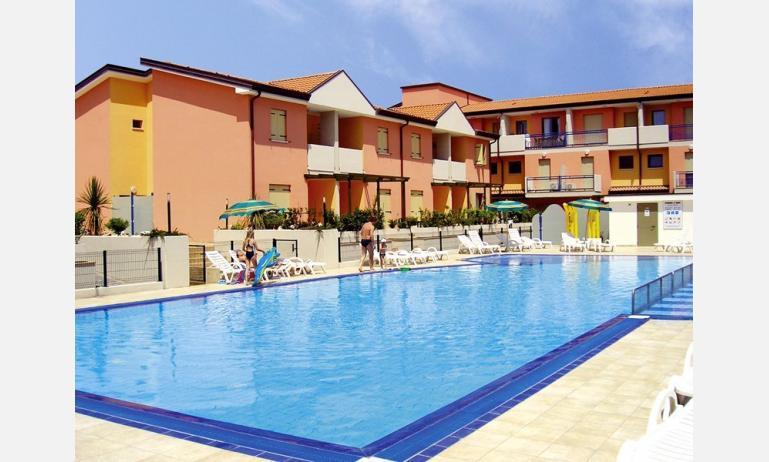 residence AI SALICI: esterno con piscina