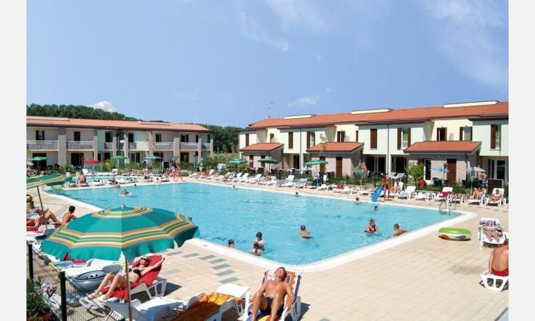 residence AI FAGGI: esterno con piscina