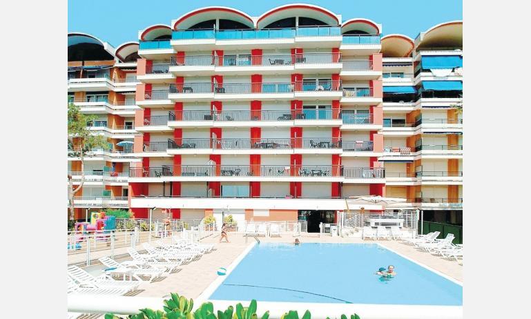 residence FLORIDA: esterno con piscina