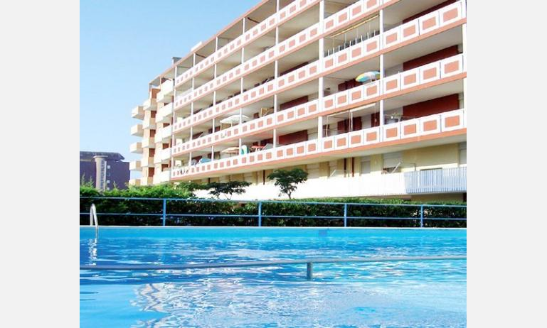appartamenti HOLIDAY: esterno con piscina