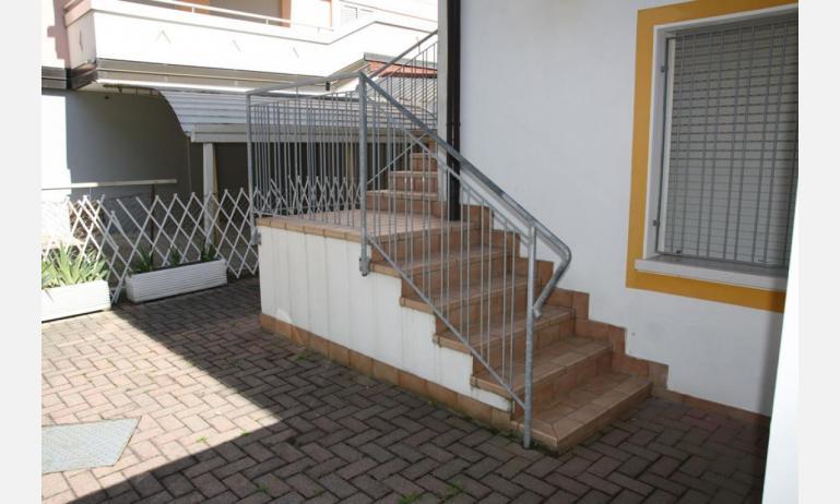 appartamenti LAURA: scale ingresso (esempio)