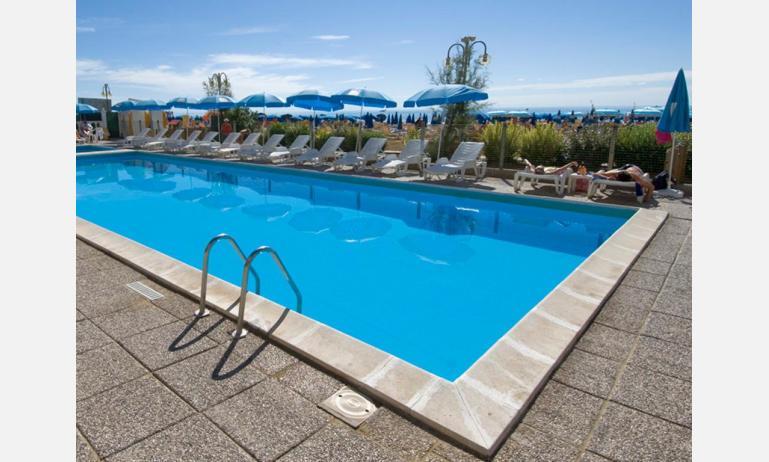 hotel TRITONE: piscina hotel London