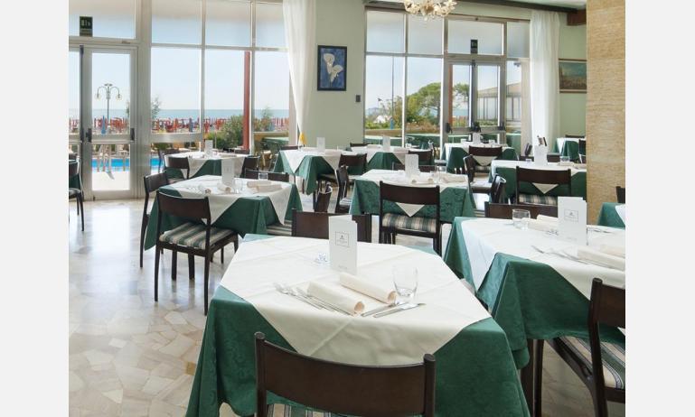 hotel TRITONE: sala pranzo hotel London