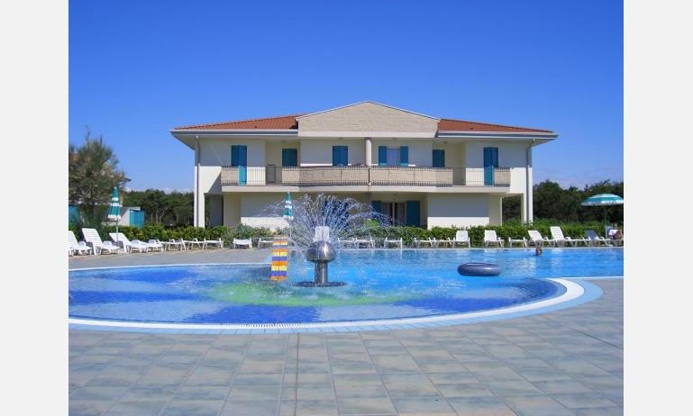 residence LIDO DEL SOLE: external view with pool