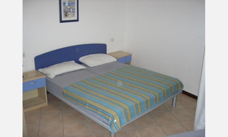 residence GIRASOLI: B5 - letto matrimoniale (esempio)
