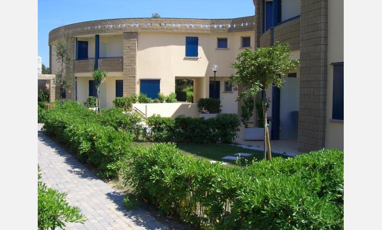 residence GIRASOLI: B5 - esterno villetta (esempio)