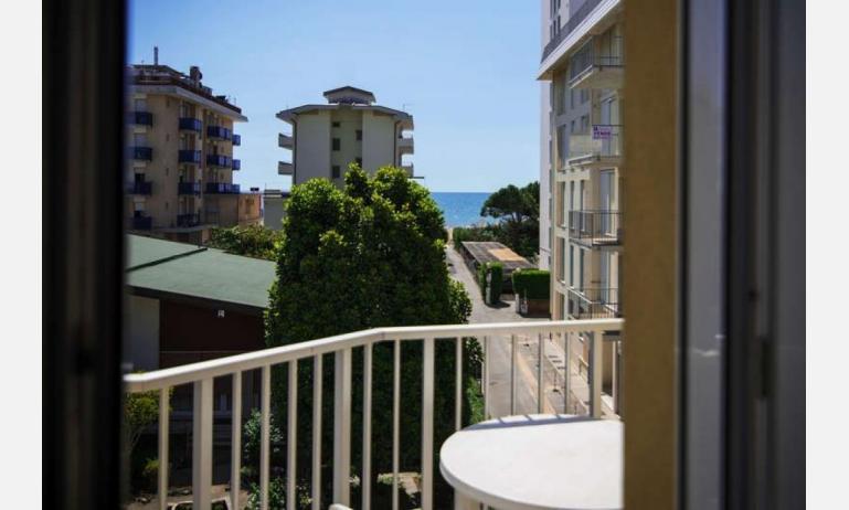 appartamenti RESIDENCE PLAYA: B5/T - balcone vista mare (esempio)