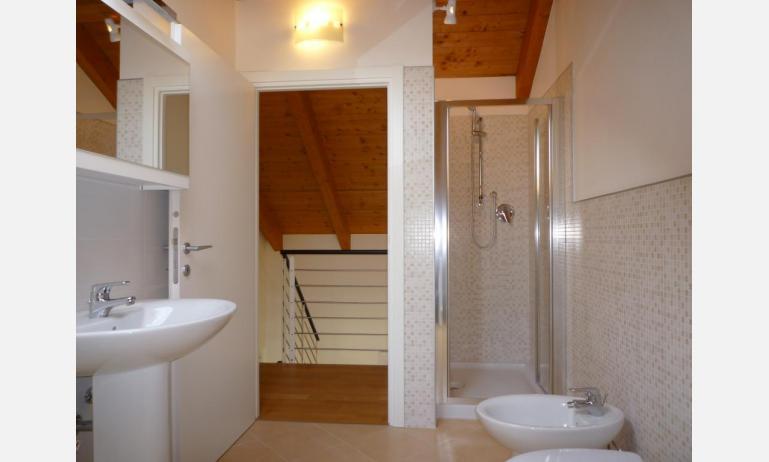 residence LE PALME: C6/PTX - bagno con box doccia (esempio)