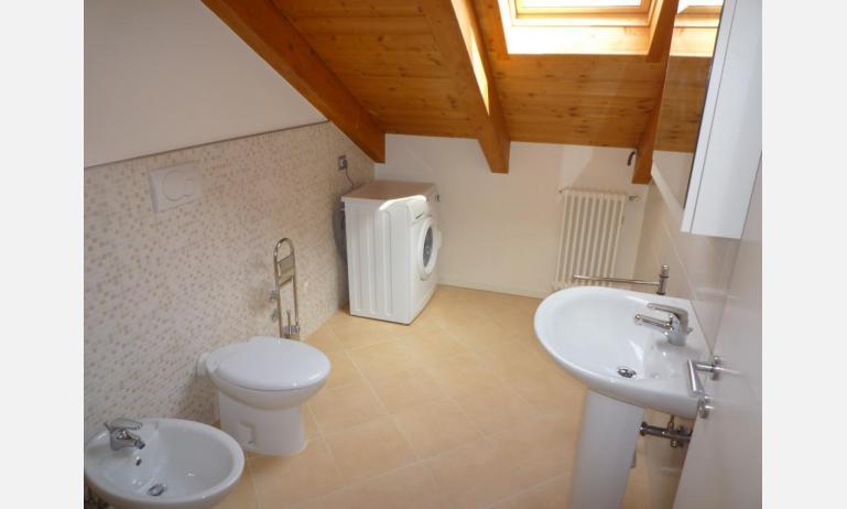 residence LE PALME: C6/PTX - bagno con lavatrice (esempio)