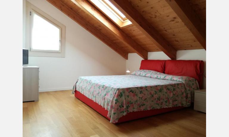 residence LE PALME: C6/PTX - camera mansardata (esempio)