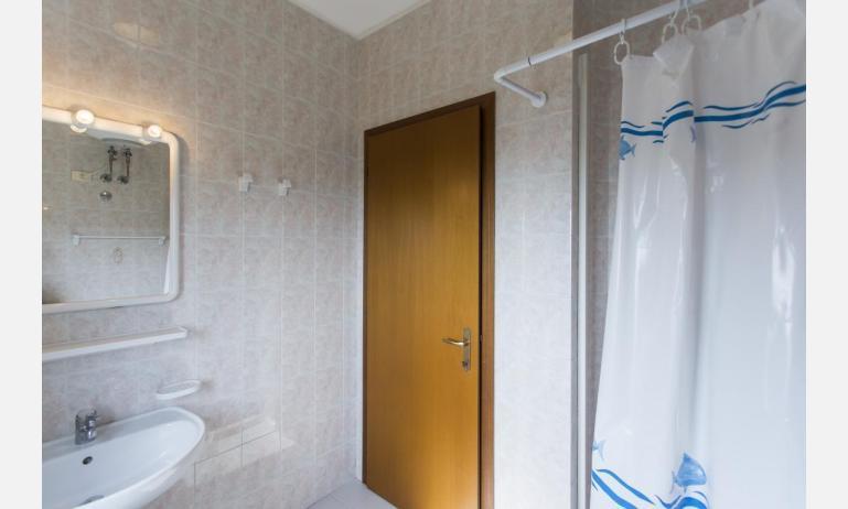 residence COSTA DEL SOL: B4 - bagno con tenda (esempio)