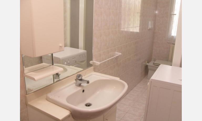 appartamenti LAURA: C6 - bagno (esempio)