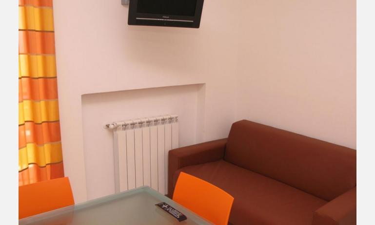 residence MEERBLICK: C5 F - divano letto singolo (esempio)
