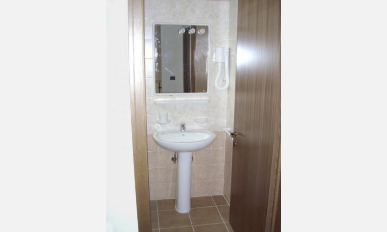 residence ALLE FARNIE: B4 - bagno (esempio)