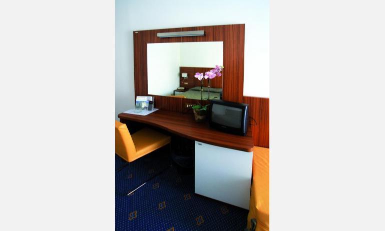 hotel TOURING: Standard - frigo bar (esempio)