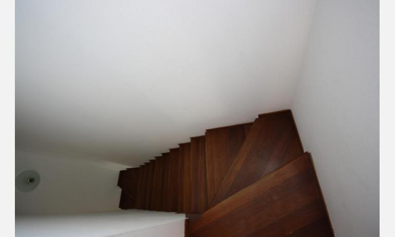 residence LIA: D7 - internal stairs (example)