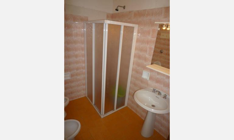 appartamenti ELLE: B5 - bagno con box doccia (esempio)