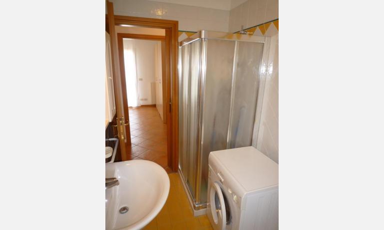 residence SAN MARCO: C4 - bagno con lavatrice (esempio)