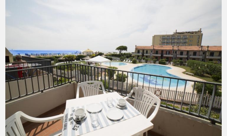 residence PORTO SOLE: C4* - balcone con vista (esempio)