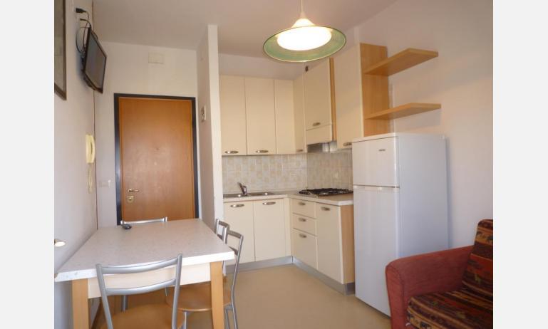 appartamenti LARA: C4 - cucina (esempio)