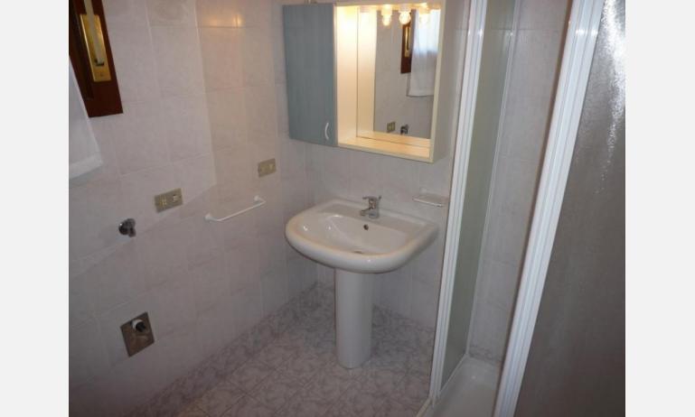residence NUOVO SILE: B4 - bagno con box doccia (esempio)