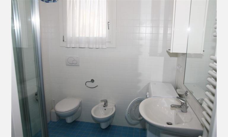 residence MEDITERRANEE: B4/5 - bagno con box doccia (esempio)