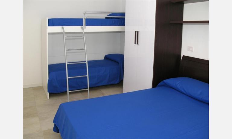 Residence MEDITERRANEE: B4/5 - Schlafzimmer mit Stockbett (Beispiel)
