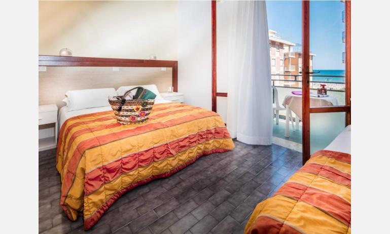Hotel BETTINA: Standard - Balkon mit Meerblick (Beispiel)