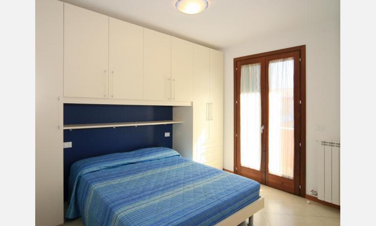 residence VILLAGGIO DEI FIORI: C6 - camera matrimoniale (esempio)