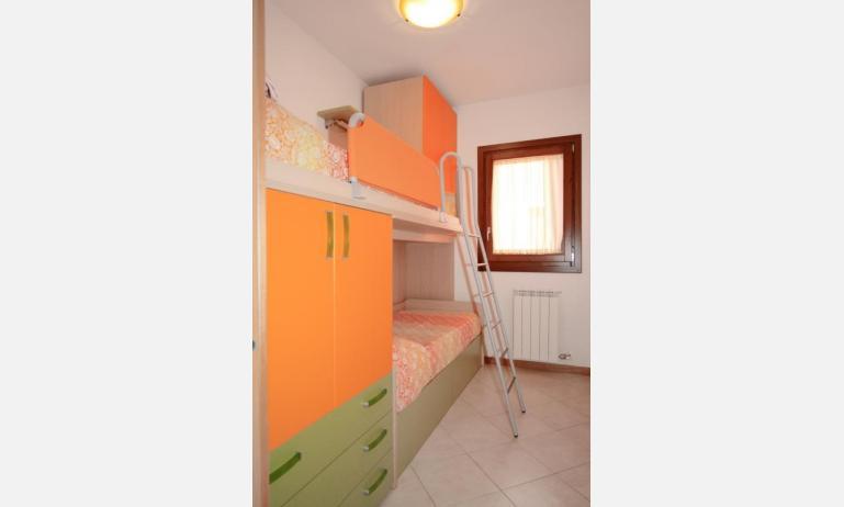 residence VILLAGGIO DEI FIORI: C6 - camera con letto a castello (esempio)