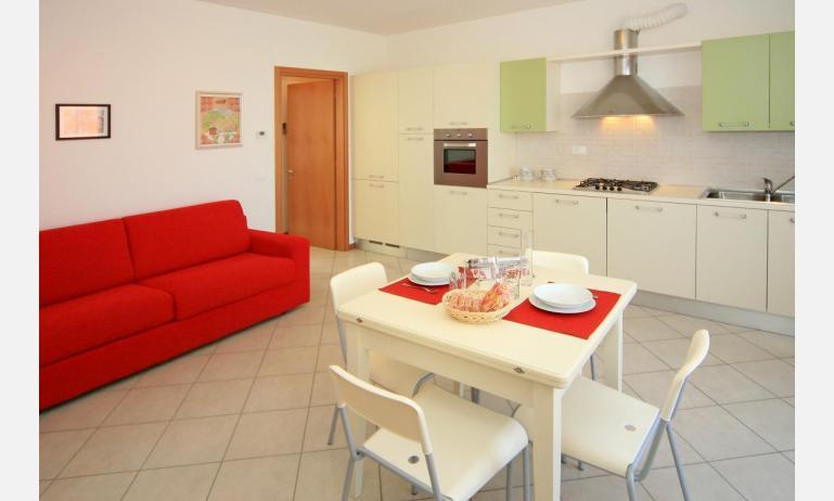 residence VILLAGGIO DEI FIORI: C6 - soggiorno (esempio)