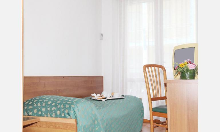 hotel PIGALLE: Standard - camera singola (esempio)