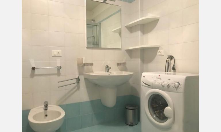 residence MIRAGE: C5 - bagno con lavatrice (esempio)