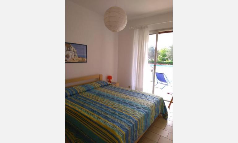 residence VILLAGGIO SELENIS: B4 - camera matrimoniale (esempio)