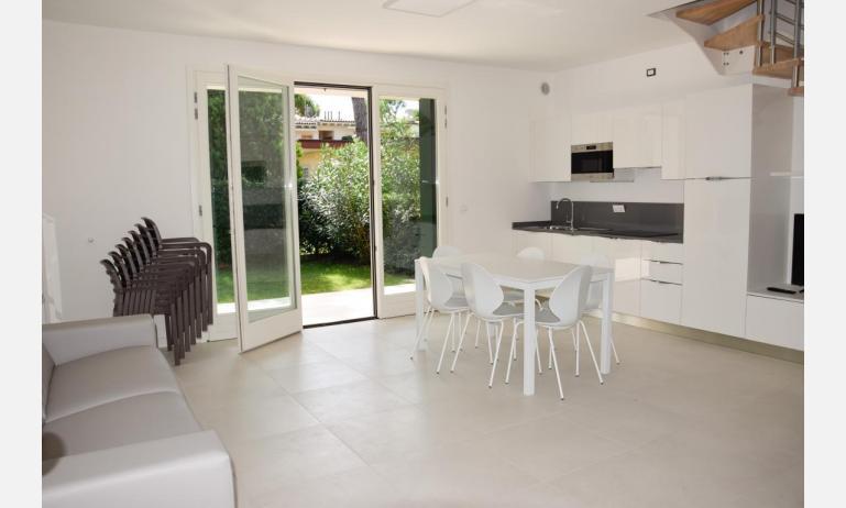 appartamenti Residenza GREEN MARINE: C8 - soggiorno (esempio)