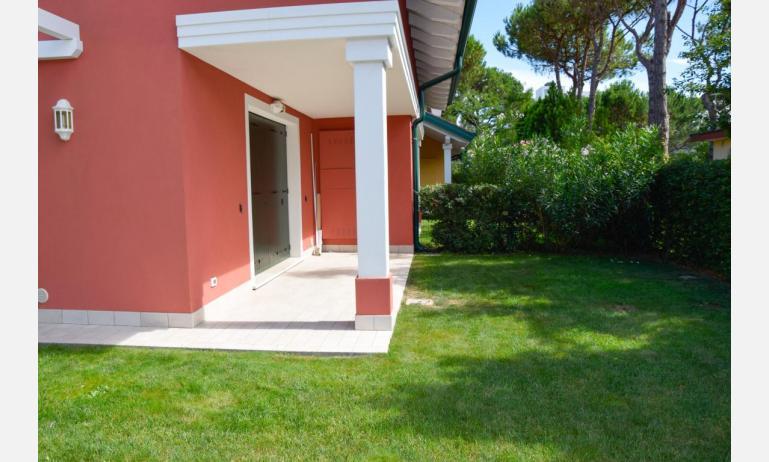 appartamenti Residenza GREEN MARINE: C8 - giardino (esempio)