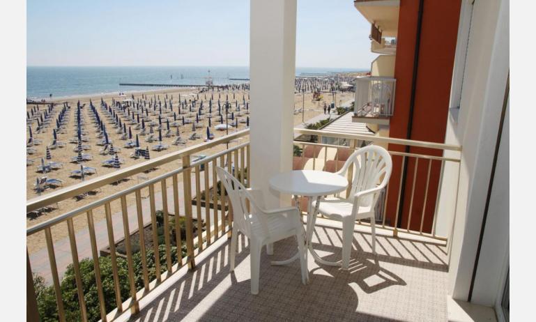 appartamenti VILLA MAZZON: C5 - balcone vista mare (esempio)