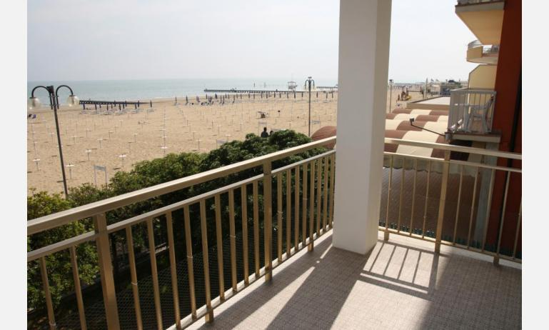 appartamenti VILLA MAZZON: C5 - da balcone vista mare frontale (esempio)