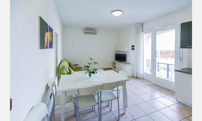 residence LE GINESTRE: B5V - nappali (példa)